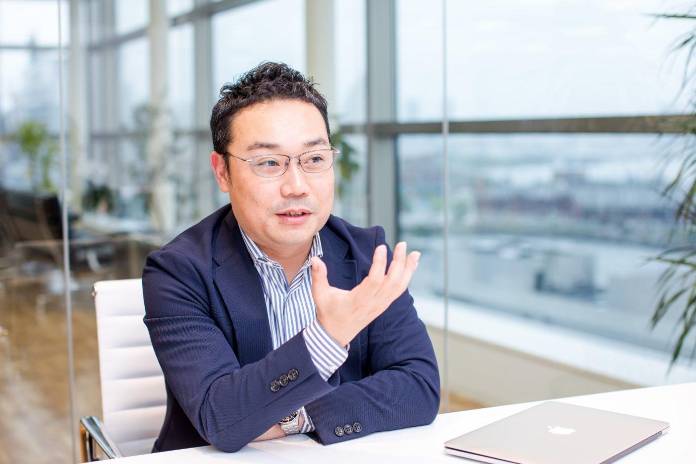 現在では社員数6,000人を超え、多くの人に知られる企業となったキーエンス。しかし、石原氏が入社を決めた当時は、まだ小規模の企業だったという。