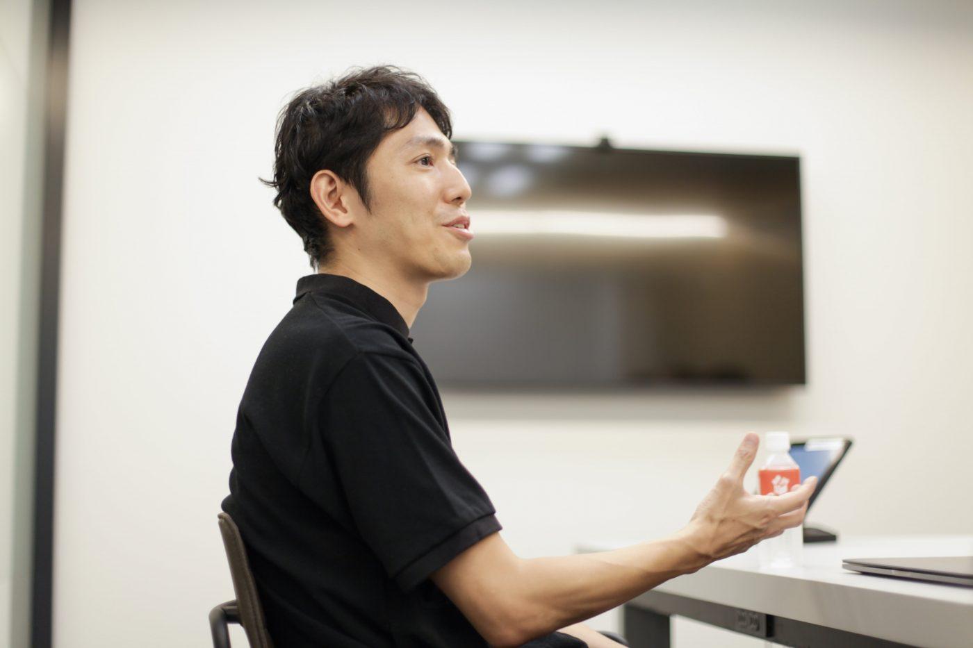 2005年の1年間、青柳氏は次の行動に向けてIT企業の経営者を尋ねまくっていた。ミクシィ創業者の笠原氏、ドリコム代表の内藤氏など、IT産業の成長の一端を担う人物と出会うなか、友人の紹介で会ったのが、グリー代表の田中氏だった。のちに、CFOを務めることになるグリーとの出会いだ。
