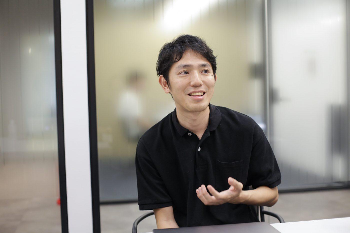 2016年9月のグリー退職後、2017年11月のメルペイ代表就任までの約1年間、青柳氏は表舞台から姿を消している。家族との穏やかな時間を過ごすいっぽうで、エンジェル投資家として企業のサポートに回った。ところが、抱いたのは「もっと事業に入りこみたい」という想いだった。