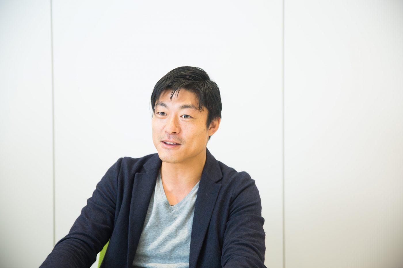 振り返ってみると、永田氏がはじめて起業を意識したのは高校時代。偏差値の高さと進学先の大学名を重視する進学校で、医者、大企業、官僚の道を歩むことが正しいと信じて疑わない同級生に囲まれた学生生活を過ごして上京。慶應義塾大学に進学した。