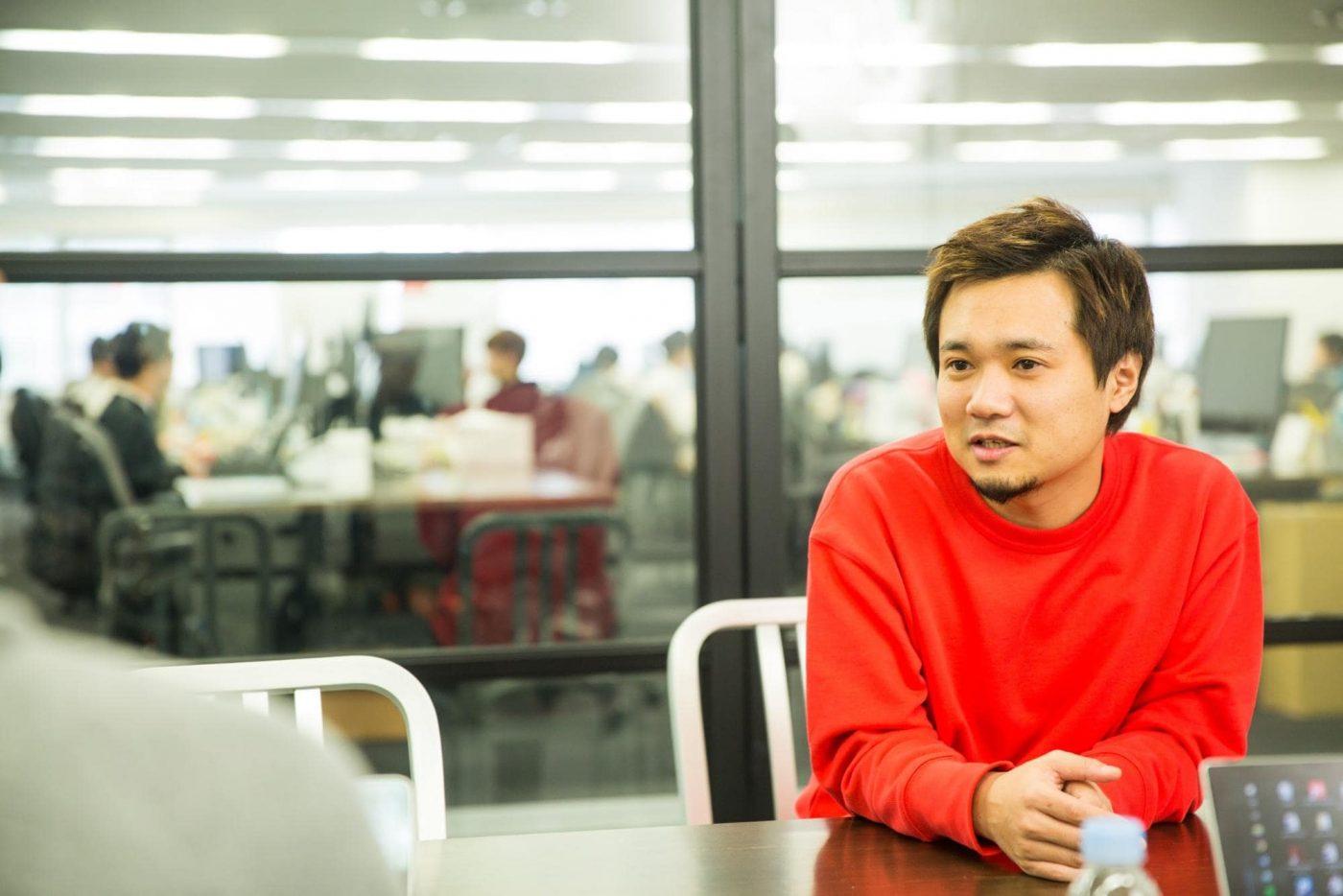 ー光本勇介(みつもと・ゆうすけ) 2008年、最短2分でオンラインストアを作れるサービス『STORES.jp』等を運営する株式会社ブラケットを創業、2013年にZOZOTOWNを運営するスタートトゥデイへ売却。その後スタートトゥデイ社に対しMBOを実施、同月、ブラケット社取締役会長に就任。2017年2月株式会社バンク創業、2017年6月に目の前のアイテムを瞬間的にキャッシュに変えられるアプリ『CASH』をリリース。2017年10月に株式会社バンクをDMM.comへ売却。2018年6月にあと払い専門の旅行代理店アプリ『TRAVEL Now(トラベルナウ)』をリリース。2018年11月にDMM.com社に対しMBOを実施し、現在に至る。