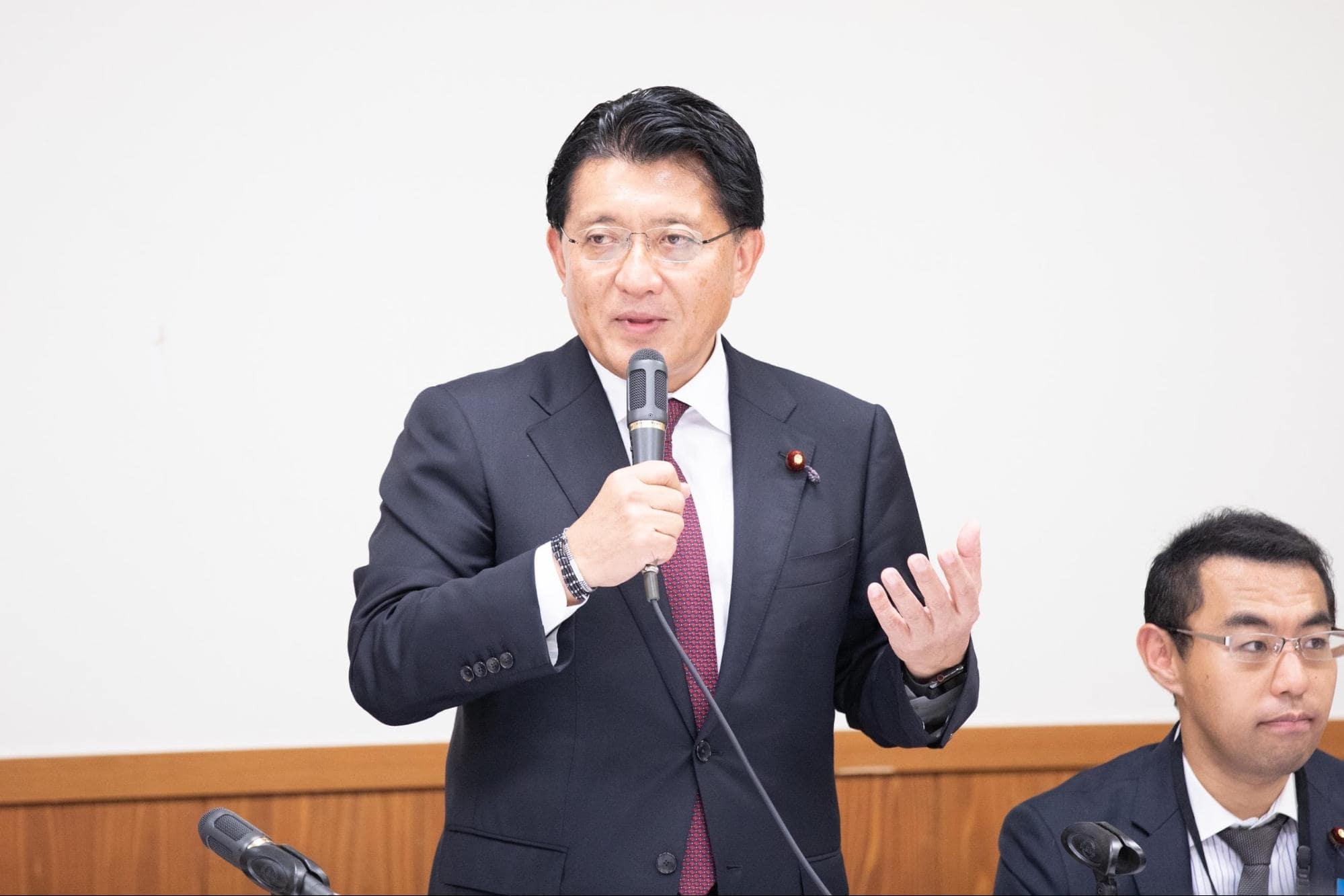 開会の挨拶を担当したのは、総会の発起人である平井卓也 衆議院議員だ。