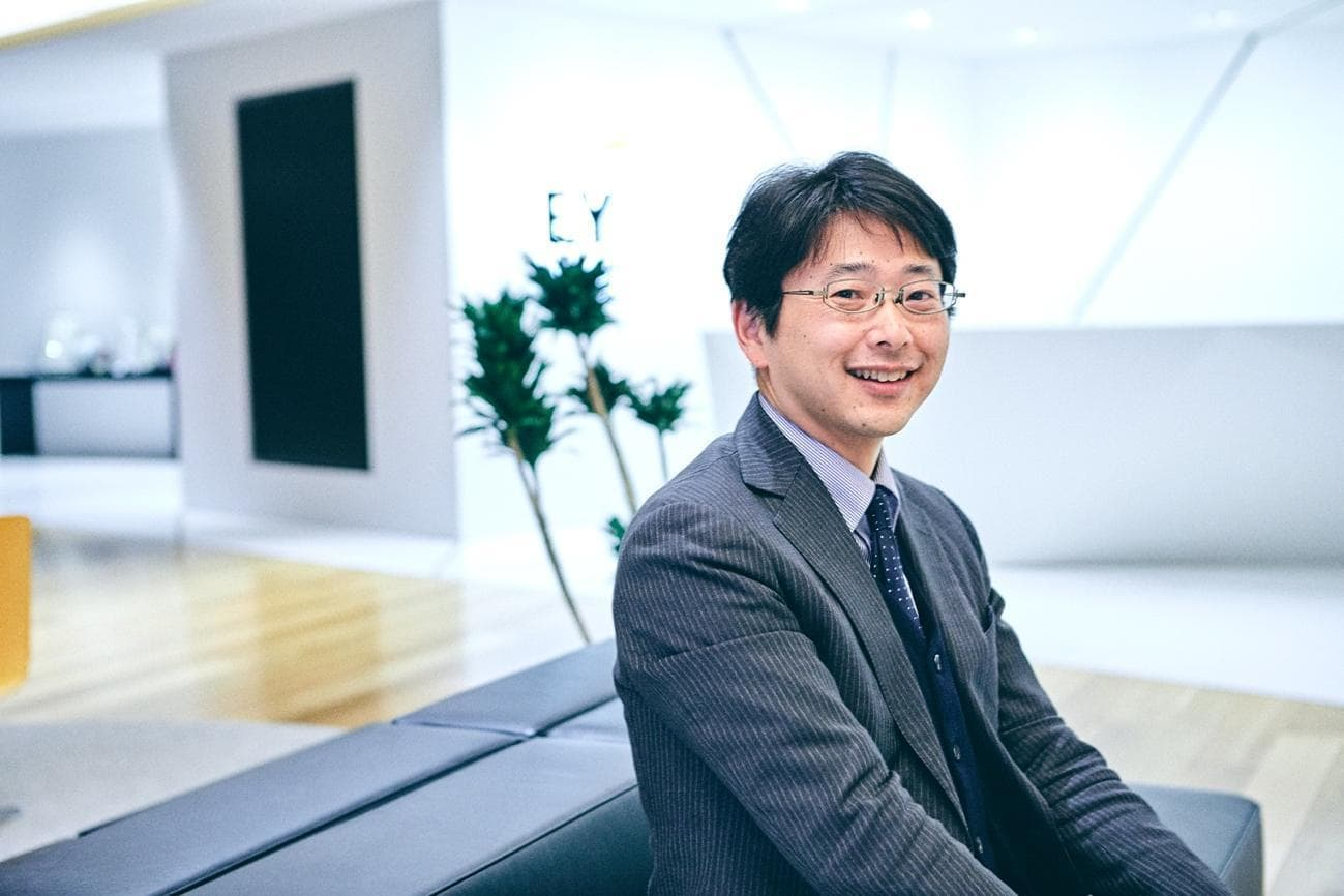 ■藤原選(ふじわら・ひとし) EY新日本有限責任監査法人 シニアパートナー 公認会計士  IPOグループ統括 20年以上にわたり、オーナー系企業やスタートアップ企業を中心に、多数のスタートアップ支援・IPO会計監査を担当する傍ら、異業種とのネットワーキングのみならず、多数のイベントやセミナーで企画・運営・登壇を行い、ベンチャーエコシステム構築へ貢献するとともに、スタートアップ企業の発掘・支援なども行っている。 2019年度には、年間3社のマザーズ上場企業のIPO監査を担当、2018年度は設立3年9カ月(同年度の実質最短)でマザーズ上場を果たした企業のIPO監査にも携わる。産業構造の変革に挑戦したり、世の中にないプロダクト・サービスを生み出すイノベーティブなスタートアップ企業の支援にも注力。
