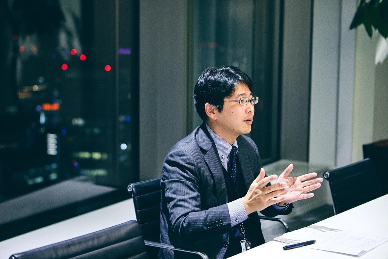 藤原氏は、新規の事業や新規の取引を始める際には事業サイドの検討だけでは足りず、法務・会計・税務・労務の観点から検討することが重要だという。